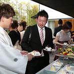 ORIENTAL KYOTO SUZAKU-TEI 朱雀邸:大好きなテーマパークのキャラクターを取り入れたパーティは、ふたりのエンターテイメント性が発揮された