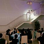 ORIENTAL KYOTO SUZAKU-TEI 朱雀邸:非日常的な気分に浸れる大階段からの入場が実現。会場中を染めるムービングライトでいっそう華やかに