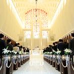 ノートルダム神戸 Notre Dame KOBE:優しい光に満ちたチャペルで、バードセレモニーの演出も。挙式後は、開放的なスカイコートで楽しいひと時
