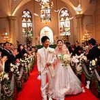 セント・パトリック教会:ステンドグラスが幻想的に輝く大聖堂での教会式。頭上から舞い降りる、天使の羽根の祝福にも感動!
