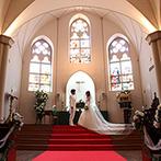 セント・パトリック教会:純白のドレスを着て真っ赤なバージンロードを歩く…。新婦が幼い頃から描いていた夢が叶う空間をリサーチ