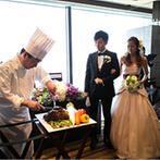 YOKOHAMA MONOLITH(横浜モノリス):オープンキッチンでのダイナミックなフランベショーで会場内が大盛り上がり!ジャズの生演奏もゲストを魅了