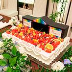 シャルマンシーナ TOKYO:野外フェスのステージをデザインしたケーキや装花、ライブ感あふれるBGMなど、ワクワクと心躍る披露宴に