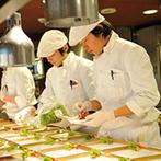 The Place of Tokyo (ザ プレイス オブ トウキョウ):オープンキッチンでライブ感あふれるおもてなしが実現。年配ゲストも食べやすい和テイストの料理が大好評