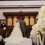 迎賓館ヴィクトリア高岡:英国から移築された、130年の歴史に磨かれた本格教会。誓いを交わして、純白の羽根の祝福を浴びた!