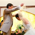 スタイリッシュウェディング ヴィーナスコート 佐久平:チャペル式のような入場演出で心あたたまる雰囲気。ユニークなファーストバイトでゲストも笑顔に