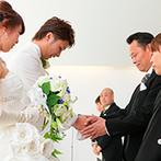 スタイリッシュウェディング ヴィーナスコート 佐久平:陽光が射し込む心地よいチャペルで誓った永遠の愛。大切なゲストに見守られながら、家族の絆を確かめあった