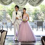 クイーンズコート グランシャリオ:装飾や音楽、演出も、大好きなキャラクターの世界観に!映画から出てきたような花嫁姿にゲストの視線が集中