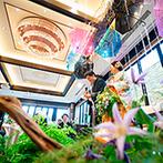 KIYOMIZU京都東山:雨あがりの虹をイメージした秀逸のコーディネート。カラフルな傘や雨粒の表現など、プロのセンスがきらり