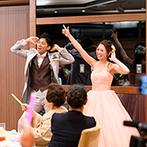 THE MARCUS SQUARE KOBE (ザ マーカススクエア 神戸):サービス精神旺盛なふたりらしいダンスでゲストも笑顔。ドレスの色当てクイズを兼ねた再入場で大盛り上がり