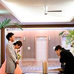 THE MARCUS SQUARE KOBE (ザ マーカススクエア 神戸):サプライズ上手なプランナーに感謝でいっぱい。パーティ後、達成感と感動で涙する姿に新婦ももらい泣き