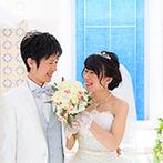 THE MARCUS SQUARE KOBE (ザ マーカススクエア 神戸):JR神戸駅徒歩2分で遠方ゲストの移動も安心。ウエディングドレスが映える、純白のチャペルに心惹かれた