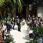 THE GRAND ORIENTAL MINATOMIRAI (グランドオリエンタル みなとみらい):フラワーシャワーを浴び、屋上での記念撮影でリラックス。心がほどけてからの披露宴で思いきり楽しめた
