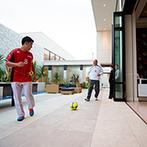 PLEIAS OTA(プレイアス太田):大好きな「サッカー」がテーマのパーティがキックオフ!中庭から父とパスしながらの登場でも本気を見せた