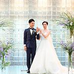 旧桜宮公会堂(国登録重要文化財):1つ1つ積みあげたガラスブロックが、クリアな輝きを放つチャペル。ゲスト参加型のセレモニーで絆を深めた