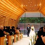 辻家庭園 ~前田家家老旧横山家迎賓館~(金沢市指定文化財):自然に溶け込むかのように、庭園の一角に佇むチャペル。ゲストの祝福を一身に受けて、ふたりは晴れて夫婦に