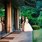 国際文化会館(インターナショナルハウス オブ ジャパン):家族との絆を深める演出にゲストもほっこり。美しい庭園からの入場シーンは、花嫁姿をさらに輝かせた