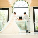 エミリア(Wedding Court EMILIA):ゲスト参加型の人前式で笑顔があふれた。ラブレター&ワインボックスセレモニーは5年後のプレゼントに