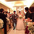 響 品川 (HIBIKI):ゲストと一緒につくり上げた、参加型の人前式。退場は、新婦お手製のペーパーシャワーで幸せを実感!