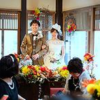 The 華紋(ザ カモン):レトロモダンな風合いが薫る会場を、和の装花で華やかに。贅を尽くした料理も「美味しい記憶」を刻んだ