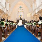 BELLE VIE(ベルヴィ):温かな光に満ちた大聖堂の、ブルーのバージンロードを気に入り即決!アイデア豊富なスタッフの存在も決め手