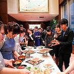 LAZOR GARDEN OSAKA(ラソール ガーデン 大阪):コース料理やお酒のしめに嬉しい、お茶漬けビュッフェも大盛況。ゲストと作るフルーツたっぷりのジュースも