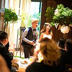 EXEX SUITES (エグゼクス・スウィーツ):ビールサーブ&和モダンフレンチのおもてなしで、ゲストの笑顔があふれた。理想が叶い、ふたりも大満足!