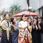 アルカンシエル luxe mariage大阪:「ビールバー」のおかげで、メイン席にはいつもゲストがいっぱい。ガーデンでは新婦自らがカメラでパチリ!