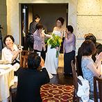ザ・ガーデンオリエンタル・大阪:「Spring Garden」をテーマに、装花やブーケ、ケーキの色を統一。ゲストとのふれあいを大切にした披露宴