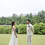 THE KIKUSUIRO NARA PARK (菊水楼):緑豊かなガーデンでのファーストミートも思い出に。ゲストとたくさん写真を撮り、アットホームな雰囲気