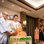 アヴェニールクラス TOKYO:池袋エリアでも群を抜く広さを誇るパーティ会場。和も洋も似合う空間で樽に鏡開きした後は、枡酒で乾杯!