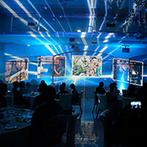 セントミッシェル ガーデンウェディング:白い壁に浮かび上がる映像演出に視線が集中!ゲストがデコレーションするウエディングケーキも話題に