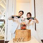 ララシャンス HIROSHIMA迎賓館:ゲストのメッセージ入りの瓶で、幸せを熟成させるサングリア作り。各卓フォトやサプライズも盛りあがった