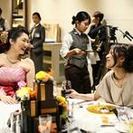 室町ステージ Muromachi Stage THE SCREEN:各テーブルにふたりの席を作り、ゲストとの触れ合いを満喫。上質なおもてなしがゲストに大好評だった!