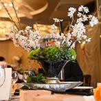 神明神社 参集殿 juju:自由度の高いお洒落な空間を和風モダンに演出。桜色の会場で美味しい料理と地酒でゲストをおもてなし