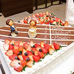 THE GRIGHT(ザ・グライト):バトンを渡すシーンがかわいいウエディングケーキは、ふたりが出会った陸上競技部にちなんだオリジナル