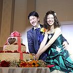 ラ・スイート神戸オーシャンズガーデン:シャンデリアが輝く上質な空間を、ひまわりを使ったアレンジに。たくさんのサプライズに心が温かくなった