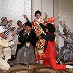 ラ・スイート神戸オーシャンズガーデン:広々としたパーティ空間を、ふたりも自由に歩き回ってゲストの元へ。余興のダンスで、盛り上がりは最高潮!