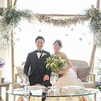 葉山ホテル音羽ノ森 別邸:グリーンをあしらった会場装飾で、葉山の豊かな自然をイメージ。地元食材を使った美食にゲストから喜びの声