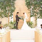 アルカンシエル金沢:夫婦のような2本の木が立つ祭壇で誓った永遠の愛。挙式後はウェルカムパーティでゲストと楽しい時間