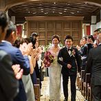 赤坂プリンス クラシックハウス:外国の邸宅を訪れたような、温もり感じるチャペル。大切なゲストの祝福に包まれた誓いのセレモニー