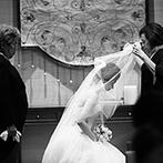 赤坂プリンス クラシックハウス:創建当時の面影が漂う、クラシカルなしつらえの空間。両親やゲストへの感謝を深く心に刻んだセレモニーに