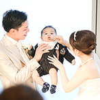 The 33 Sense of Wedding(ザ・サーティスリー センス・オブ・ウエディング):ふたりの大切な子どものお披露目を兼ねた結婚式。どんなシーンも、大阪の絶景が鮮やかに彩ってくれた