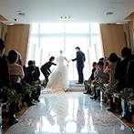 The 33 Sense of Wedding(ザ・サーティスリー センス・オブ・ウエディング):地上160mのチャペルで誓った永遠の愛…。挙式後は、室内のフラワーコートでアフターセレモニーを満喫!