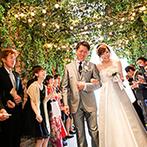 The 33 Sense of Wedding(ザ・サーティスリー センス・オブ・ウエディング):空をバックに誓いを交わすパノラマビューのチャペル。ふたりの想いが詰まったオリジナルのセレモニーに