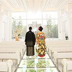 ラグナヴェール 金沢(LAGUNAVEIL KANAZAWA):クリスタルが輝く明るいチャペルで、金沢の伝統儀式を厳かに叶えた。入場時には母親から感動のサプライズも