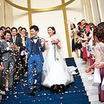 インフィニート 名古屋:幻想的なチャペルにゲストも思わずうっとり。誓いを交わした後は、大階段でアフターセレモニーも満喫!
