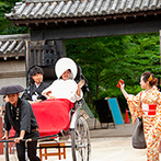大阪城西の丸庭園 大阪迎賓館:大阪城の敷地内にあり、会場と提携している豊國神社。人力車での移動も、本格的な神殿での誓いも思い出に