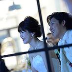 チャペル ド コフレ 札幌:ゲストの写真も交えた生い立ちムービーが大好評。ナチュラルな装花と手作りアイテムも、心あたたまる演出に