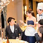 THE LANDMARK SQUARE OSAKA(ザ ランドマークスクエア オオサカ):趣のある空間で味わう料理の美味しさは格別!ふたり自らがスイーツを配り、ゲストとの交流を深めるひと幕も